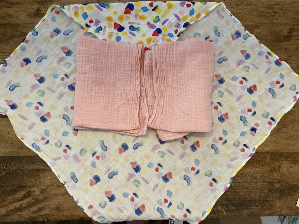 Fold the rectangle muslin blanket over your baby's arms and tuck it behind their back to prevent escaping arms!
